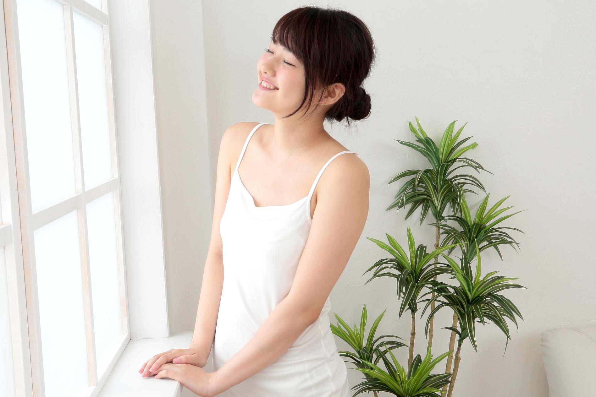 夏場こそ活用したい。大人の女性の美を守るシルク下着