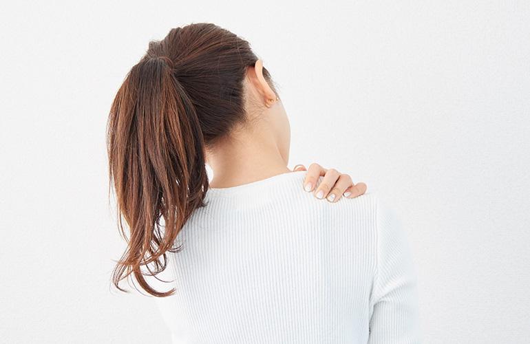 なぜ下着で肩が凝るの? 肩こりの原因あれこれ